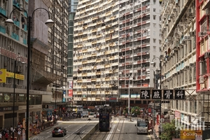 香港:惊鸿一瞥——财新摄影记者的街头邂逅