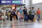 """暑运将至 大批""""小候鸟""""提前抵京与家人团聚"""