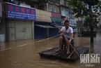 直击长沙洪水围城 橘子洲头被淹没居民乘木筏采购