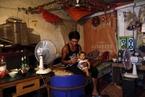 高温下的城中村:异乡人热浪中谋生存