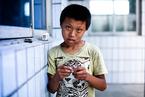 敬老院里的黑户孤童:无学可上渴望有家