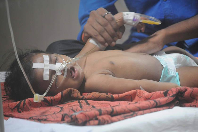 """印度医院70名儿童死亡 官方否认""""缺氧""""引众怒"""