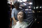 """韩国公交车安装""""慰安妇""""少女像引围观"""
