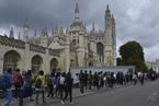 中国暑期旅行团挤爆英国剑桥