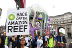 环保保护者伦敦街头抗议开采亚马逊礁石油