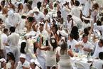 纽约举行年度白色长街宴 数千人参加场面壮观
