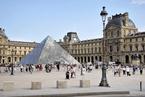 巴黎在卢浮宫景点建水泥墩路障 防止驾车式恐袭