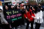 韩国因地震推迟的高考举行 学弟学妹加油助威