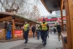 曾遭恐袭的柏林圣诞集市开门 设路障阻止车辆