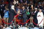 肯尼亚总统就职典礼 民众闯体育馆警方出动