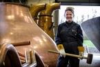 苏格兰迎来历史首位女铜匠 将改变行业历史