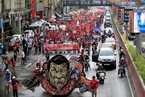 菲律宾数千人街头抗议总统 焚烧杜特尔特肖像