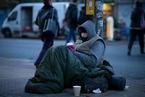 英国遭遇极端冰冻天气 30万流浪人口蜷缩街头