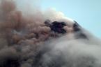菲律宾马荣火山持续喷发 1.2万人撤离