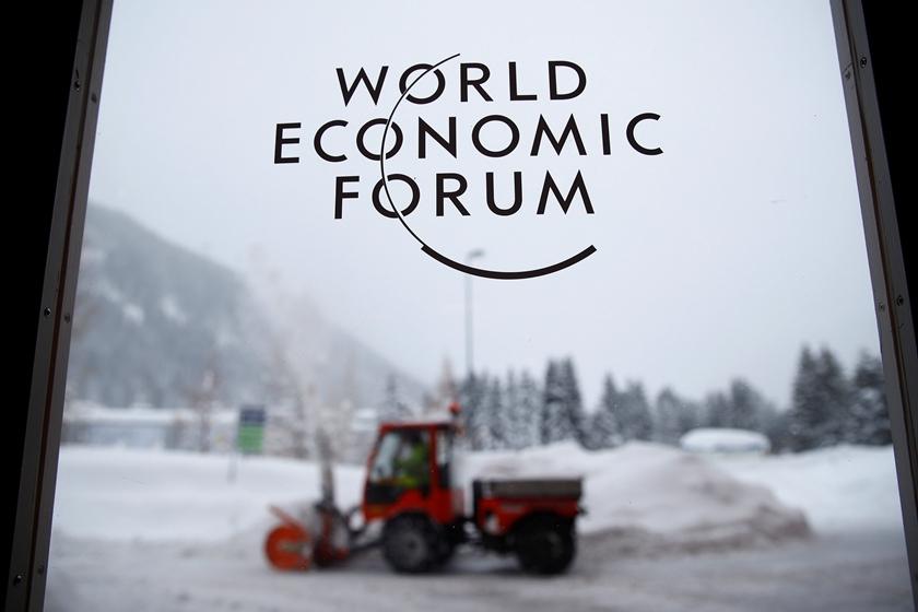 当地时间2018年1月21日,瑞士达沃斯,达沃斯论坛将开幕,工作人员