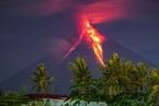 菲律宾马荣火山猛烈爆发 喷射熔岩高达700米