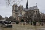 塞纳河水位持续高涨 巴黎全城进入水灾警戒