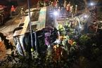 香港发生巴士侧翻事故 已致19死65伤