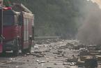 货车高速失火 事故现场遍地iPhoneX