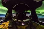 美国侦察机飞行员在2万米高空与美丽极光自拍