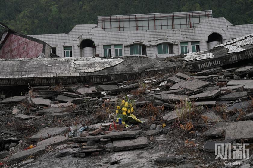 汶川地震十周年将近 清明节家属前往地震遗址祭祀