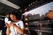 智慧公交站亮相天津 站内可上网充电购物