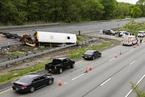 美新泽西州一校车与卡车相撞 致2人死亡多人受伤