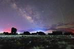 银河横亘拉萨天际 满天繁星美如画