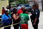 墨西哥连发枪案致14死 11人看世界杯时被杀