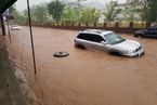 韩国受台风影响南部降大雨 街道成汪洋