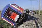 土耳其西北部一列火车出轨 致24人死亡
