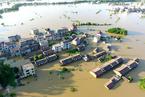 江西东乡暴雨洪水村庄成泽国 全力开展抗洪救灾