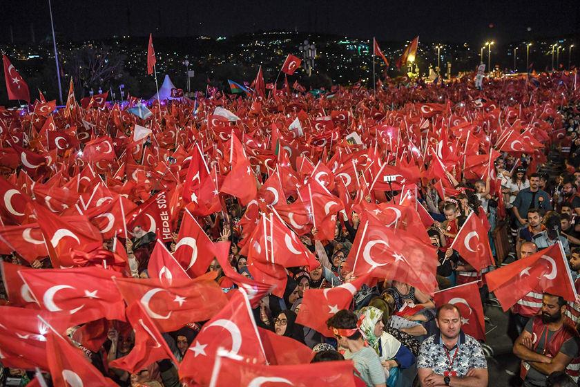 """""""土耳其民众纪念未遂政变两周年"""