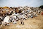 探访日本洪涝灾区 堆满生活垃圾