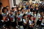 泰国少年足球队出席记者会 透露洞穴内生活细节