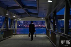 """港深双城记:""""过去为了工作,过来为了生活"""""""