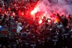 德国右翼人士大规模示威 防暴警察出动