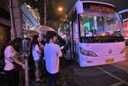 南宁特大交通事故致4死19伤 市民夜间排队献血