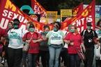 美国麦当劳员工罢工示威 抗议门店内性骚扰行为