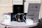 爱丽舍宫兜售马克龙肖像瓷杯 被批作假忽悠民众