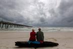"""飓风""""迈克尔""""升级为4级风暴 美国居民积极备战"""