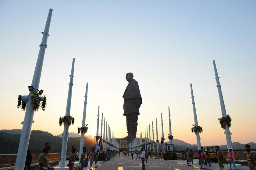 """""""印度建成世界最高塑像"""