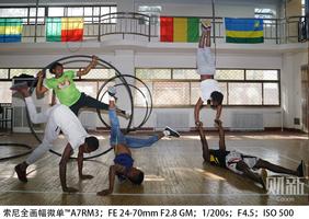 在吴桥学杂技的非洲青年