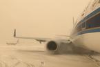 """乌鲁木齐降""""沙尘雪"""" 部分列车航班延误"""