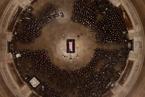 老布什追悼会举行 特朗普敬礼彭斯代致悼词