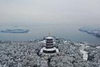 杭州普降雪 西湖穿银装