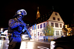 法国枪击事件已致2死12伤 马克龙召开紧急会议