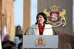 格鲁吉亚独立后首任女总统祖拉比什维利宣誓就职