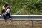 局势持续紧张 委内瑞拉人到邻国寻生机