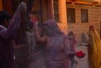 印度迎传统新年 民众洒红颂春天